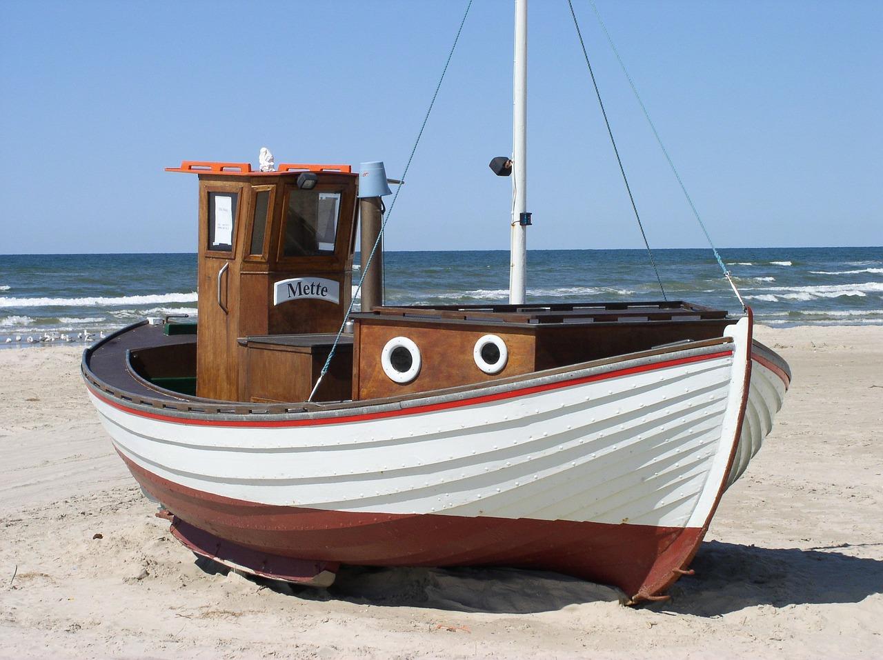 Barco de pesca en una playa
