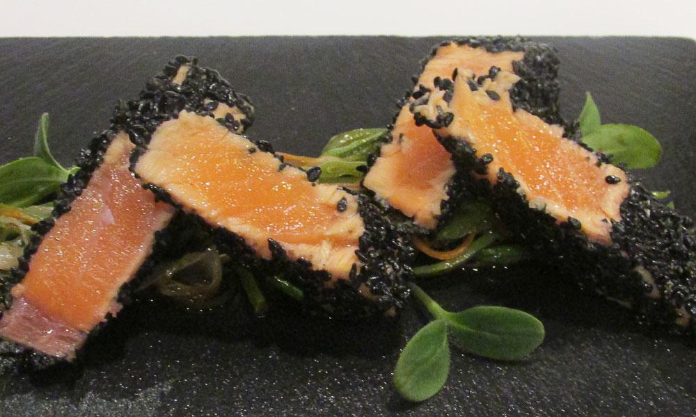 Terranova - Receta de salmón empanado en sésamo con verduritas